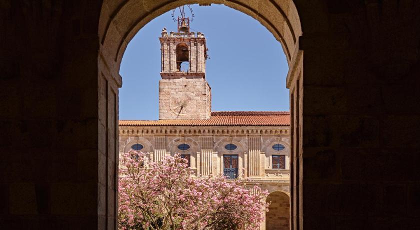Hotel Monasterio De San Clodio-12713301