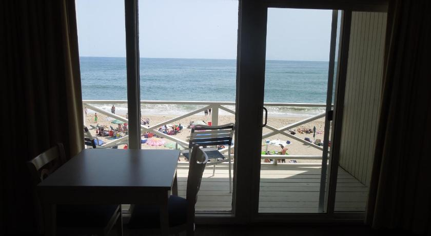 royal atlantic beach resort 126 south edgemere street montauk. Black Bedroom Furniture Sets. Home Design Ideas