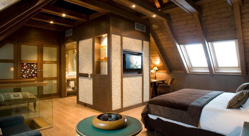 Hotel Val De Neu-12954413