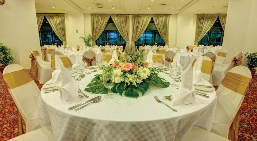 Rhr hotel at uniten km 7 jalan ikram uniten kajang rhr hotel at uniten junglespirit Images