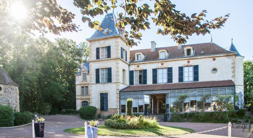 Le Chateau De Champlong - Chateaux et Hotels Collection in Villerest ...