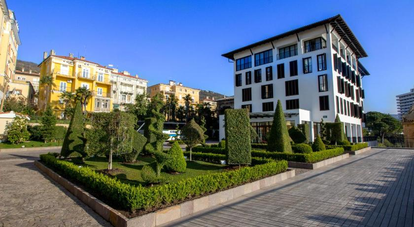Amadria park hotel royal formerly design hotel royal for Design hotel royal opatija