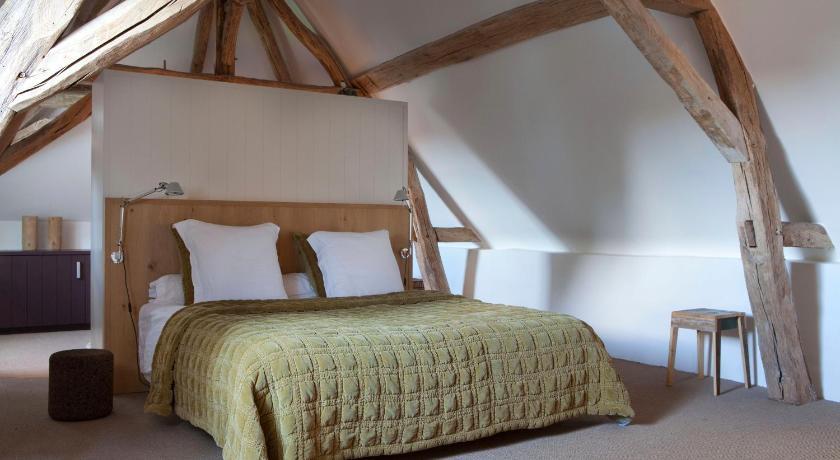 Chateau de la resle design hotels in montigny la resle for Hotel design bourgogne