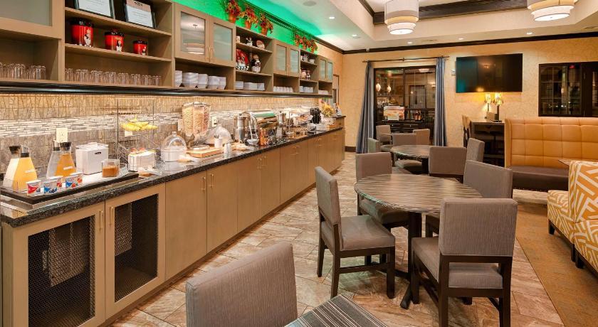 Charmant Best Western Plus Emerald Inn U0026 Suites