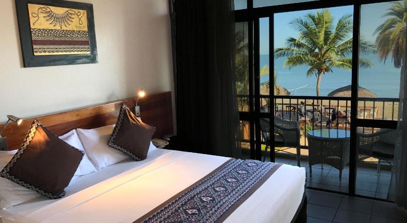 Smugglers Cove Beach Resort & Hotel Wailoaloa Beach Rd, Nadi Bay Nadi