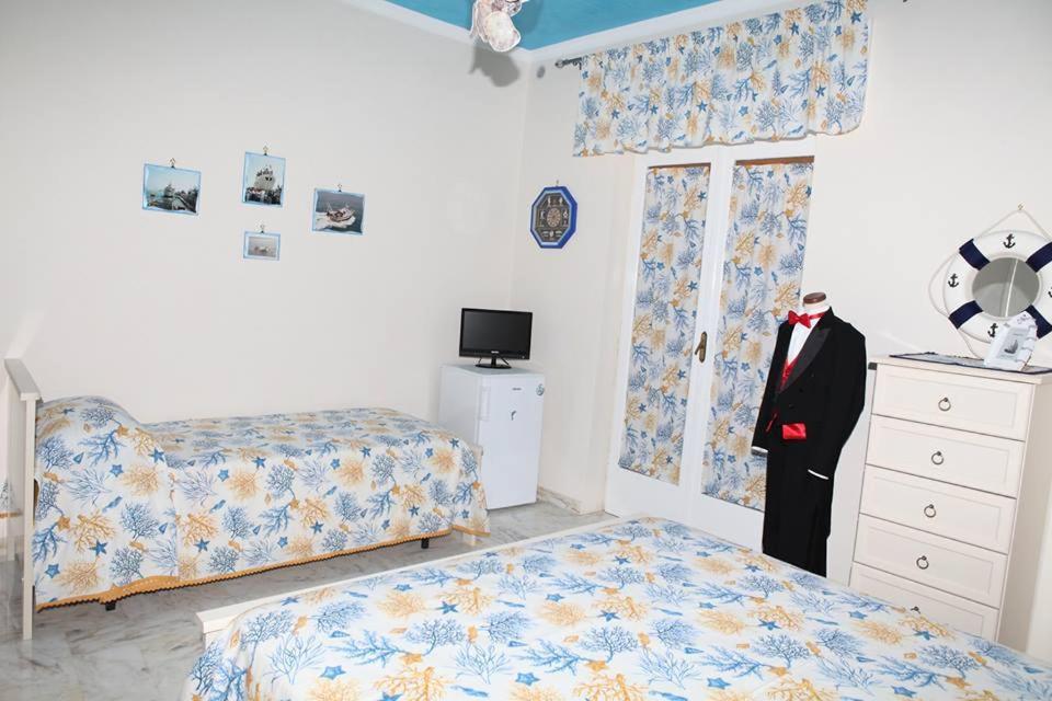 Denny the King, Bed & Breakfasts Mola di Bari