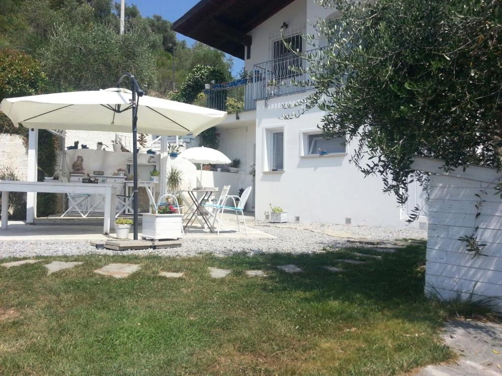 Message in a bottle bed breakfast camporosso for Piani patio gratuiti