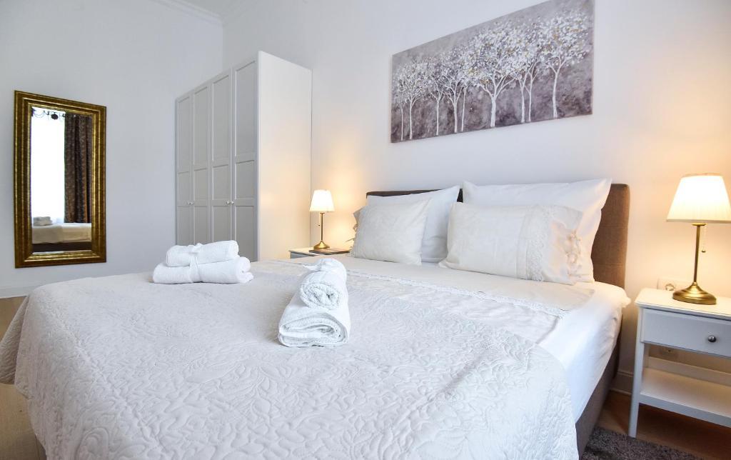 Marulic square garden apartment zagreb