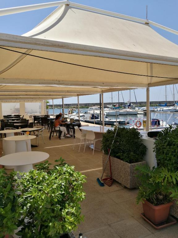 La Terrazza sul Borgo II on the boat, Boote Cagliari