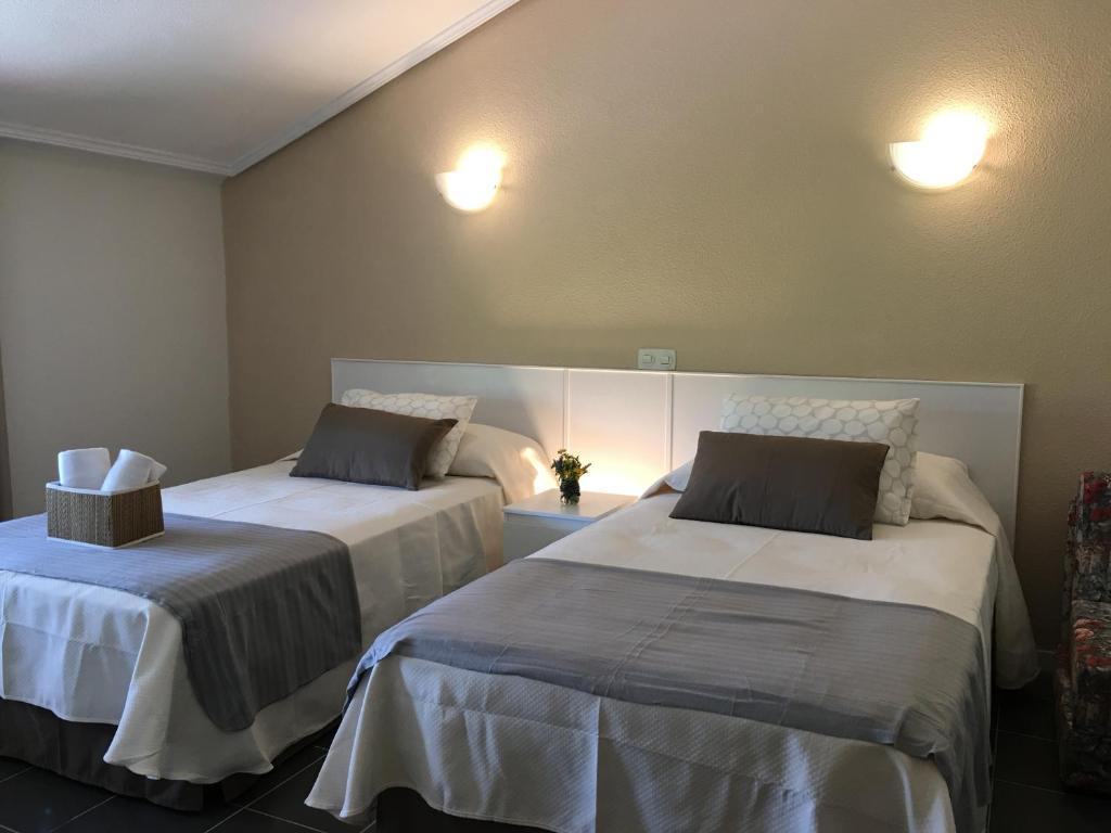 Hostal el paso noja reserva tu hotel con viamichelin for Habitaciones familiares santander
