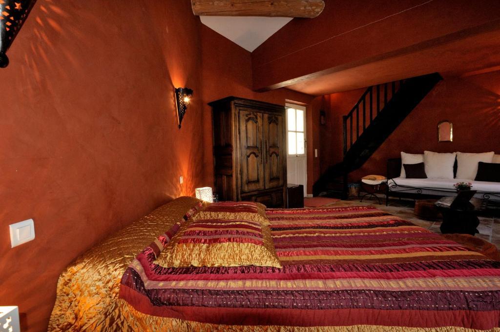 Mas de lure salon de provence book your hotel with - Hotel le mas du soleil salon de provence ...