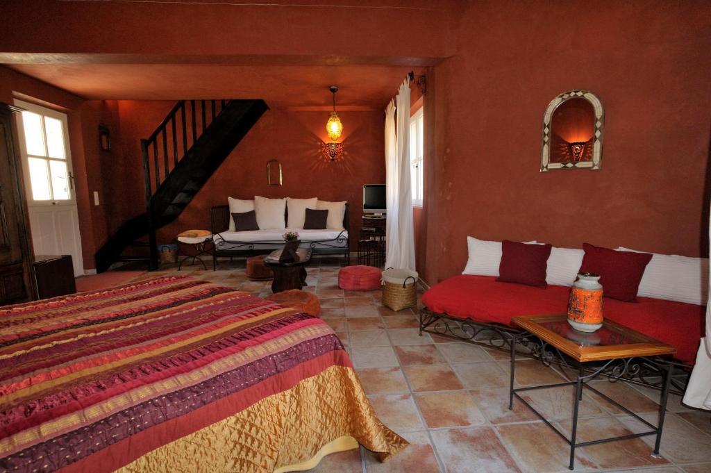 Mas de lure salon de provence book your hotel with for Bb hotel salon de provence