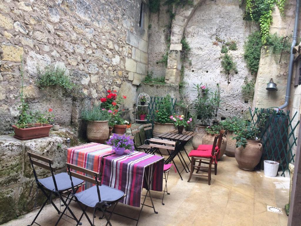 La Maison Des Deux Fées Bordeaux bed & breakfast la maison colline, bed & breakfast saint-Émilion