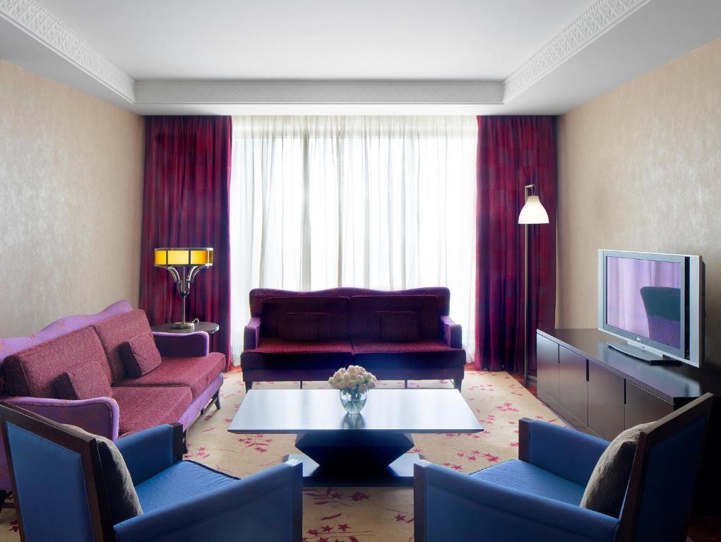 H Hotel Sheikh Zayed Road Restaurants