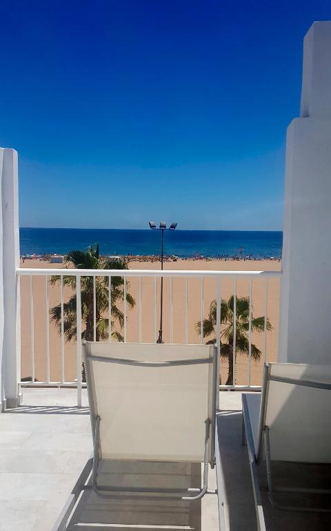 Sol playa valencia informationen und buchungen online for Hotel familiar valencia playa