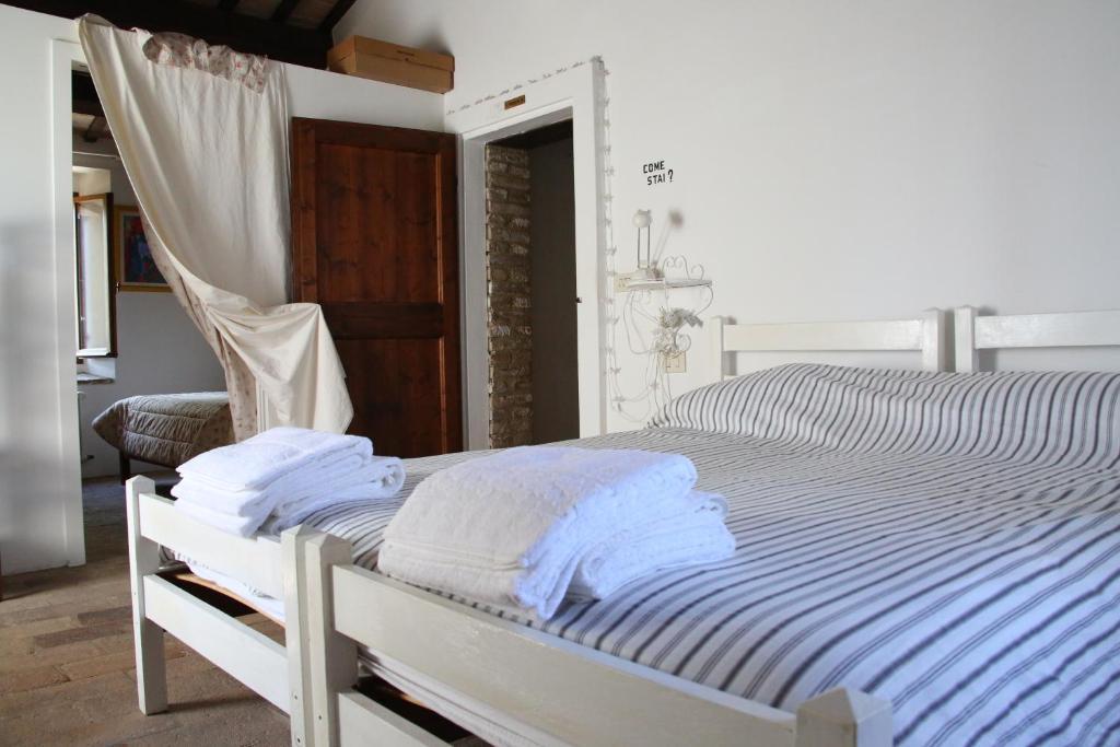 Eva Arredamenti Letti A Castello : Villa eva affittacamere verucchio