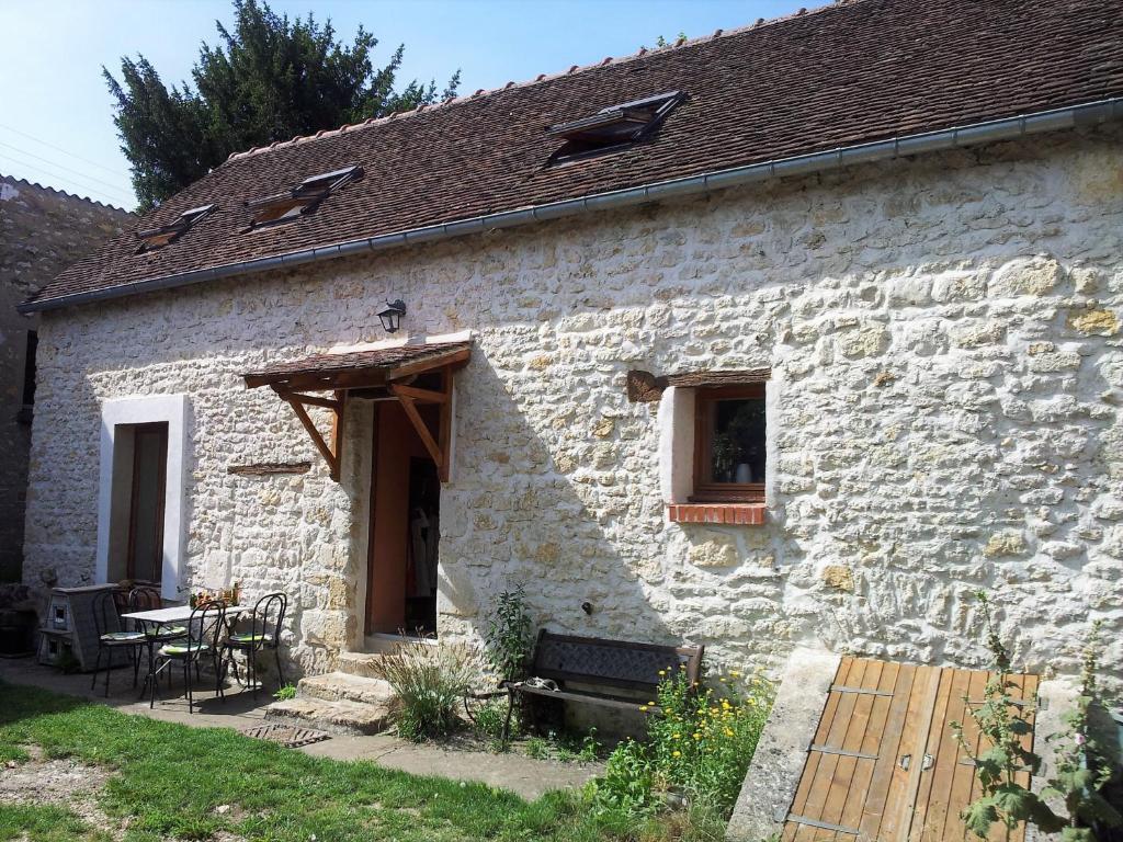 Maison en pierre à la campagne - Maison de vacances à La Neuville ...