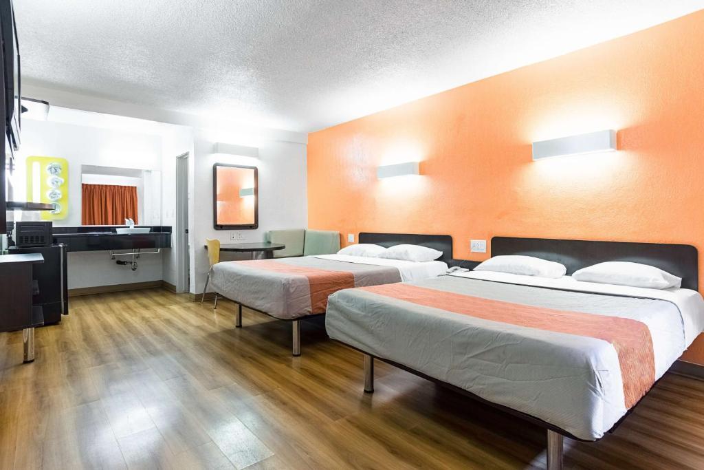 Motel  Long Beach International City
