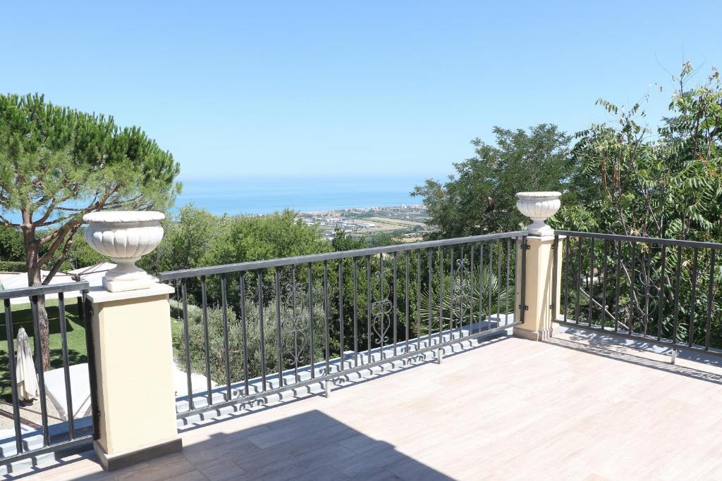 Le camere di villa incanto colonnella prenotazione on for Piani di piscina gratuiti online