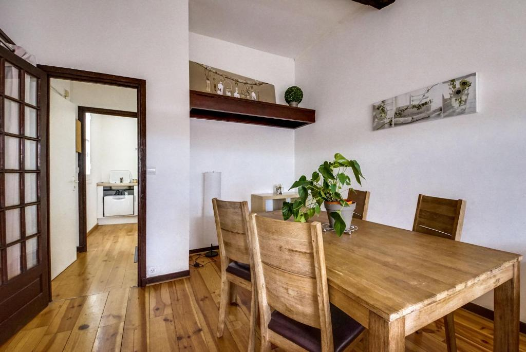 Camera Letto Bordeaux : Welkeys appartamento lena quai monn appartamento bordeaux