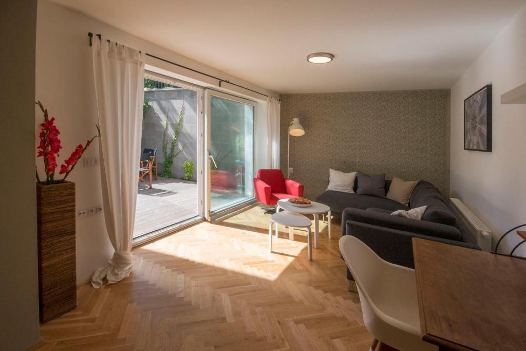 Bed breakfast apartment klaf brno viamichelin for Design apartment udolni brno