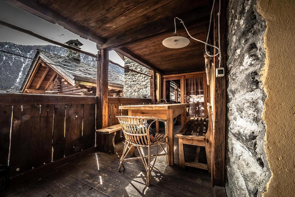 Immagini Di Camere Da Letto Di Montagna : Favolosa casa di montagna casa vacanze brusson