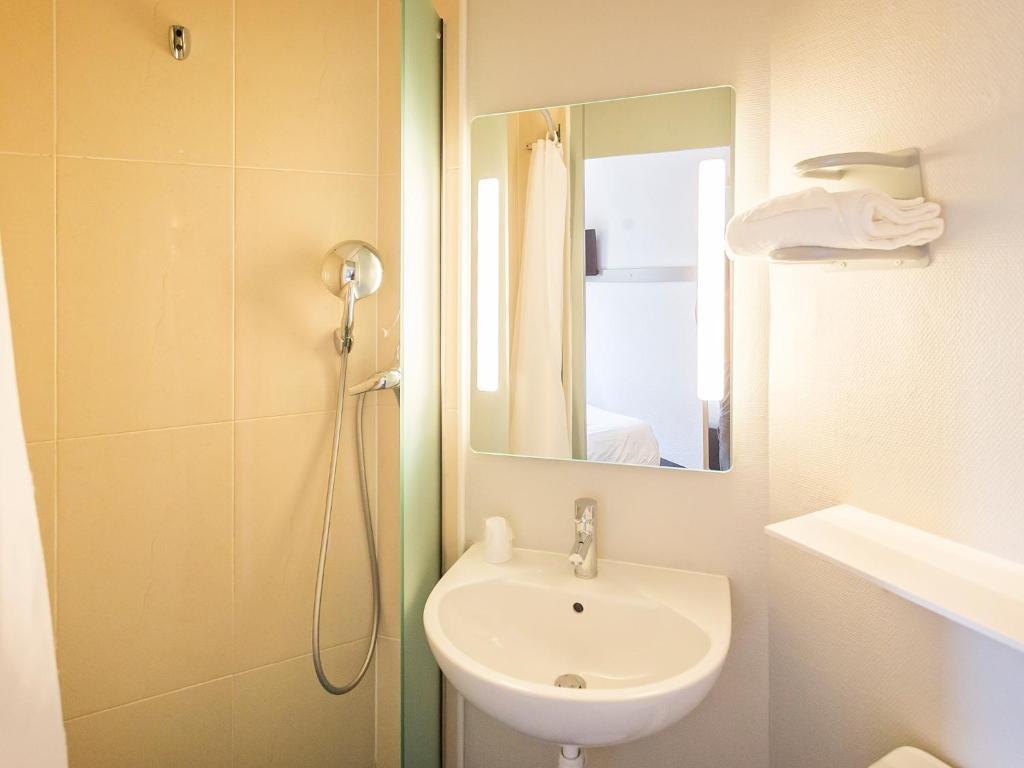 b b h tel colmar vignobles ouest wintzenheim reserva tu hotel con viamichelin. Black Bedroom Furniture Sets. Home Design Ideas