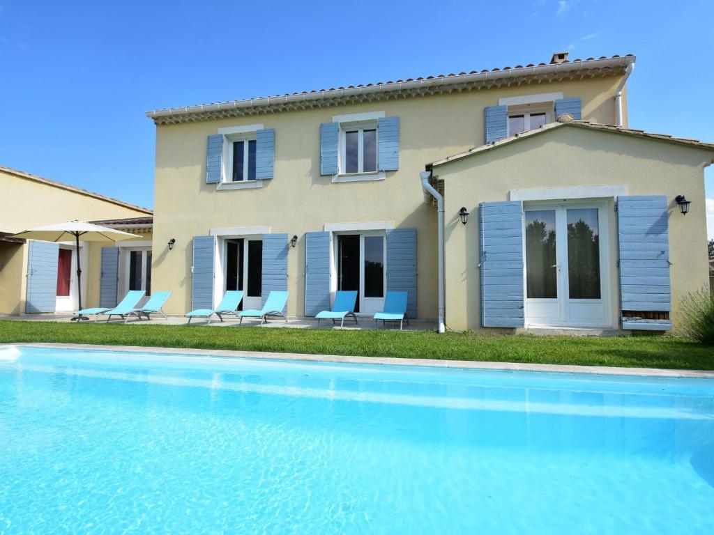 Literie Vaison La Romaine spacious villa in vaison-la-romaine avec piscine, villa