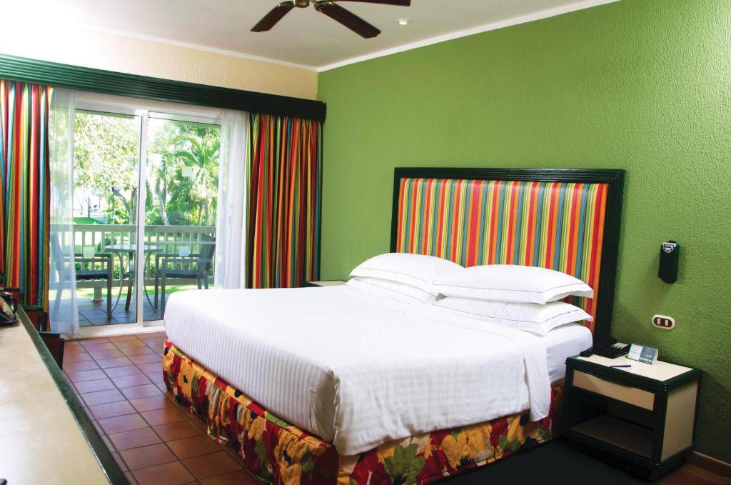 Barcel tambor all inclusive cobano reserva tu hotel for Cuanto cuesta una habitacion en un hotel