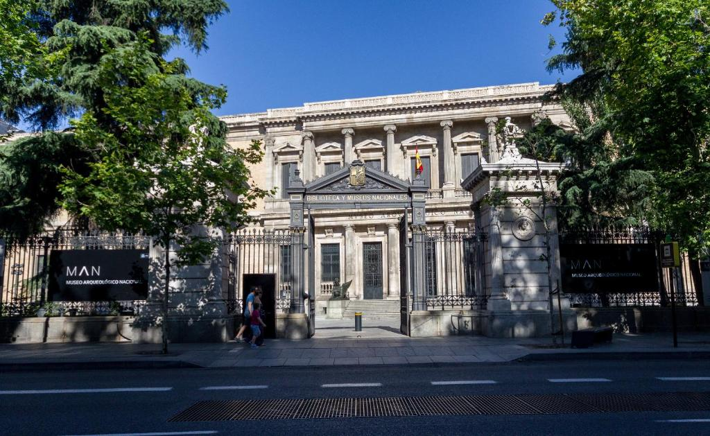Apart hotel serrano recoletos madrid online booking for Appart hotel madrid