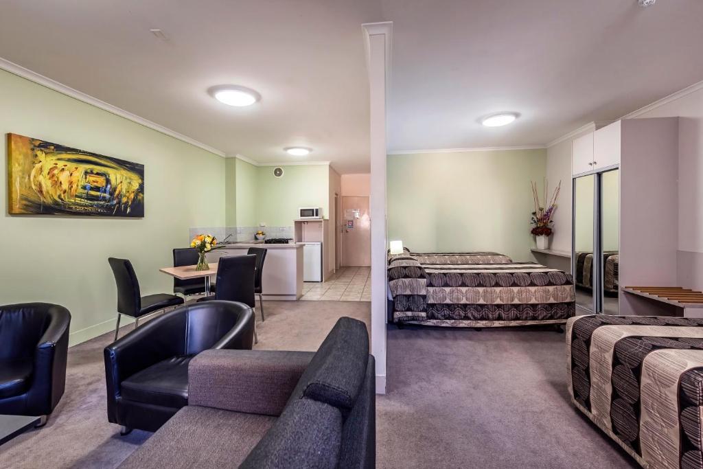Comfort Inn Amp Suites Goodearth Perth Perth Book Your