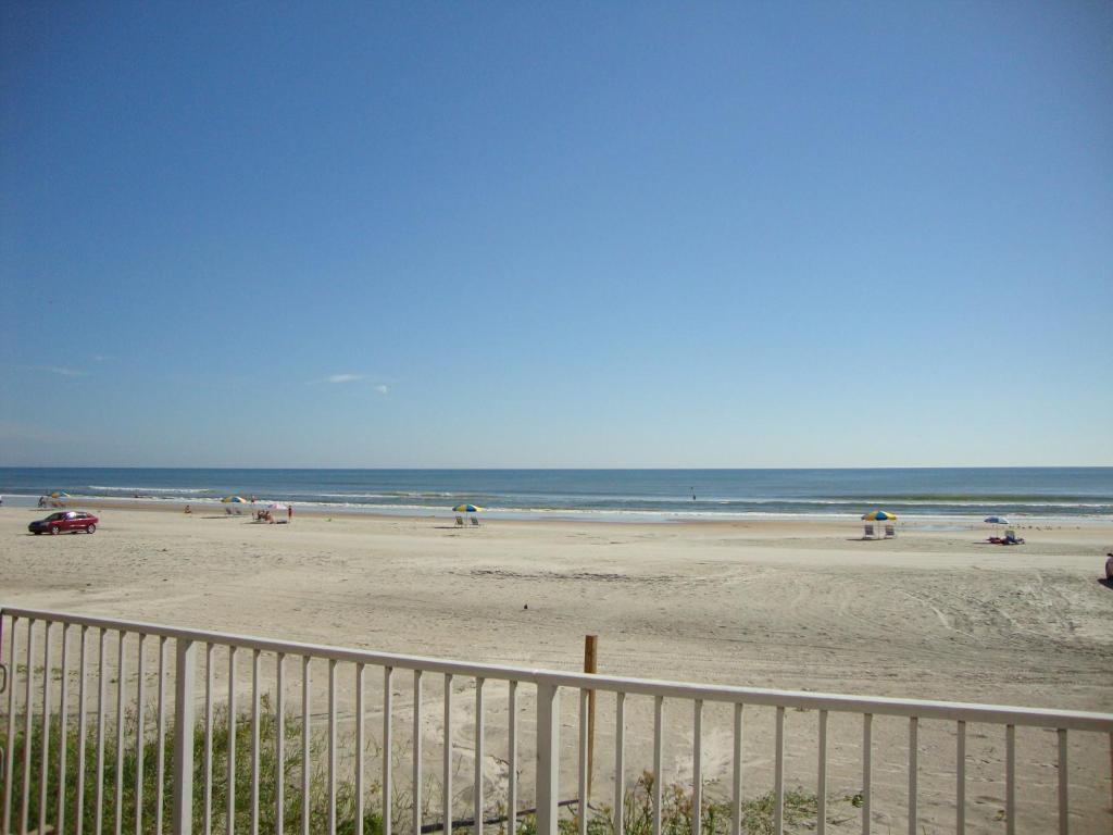 Ocean Breeze Club Hotel Daytona Florida