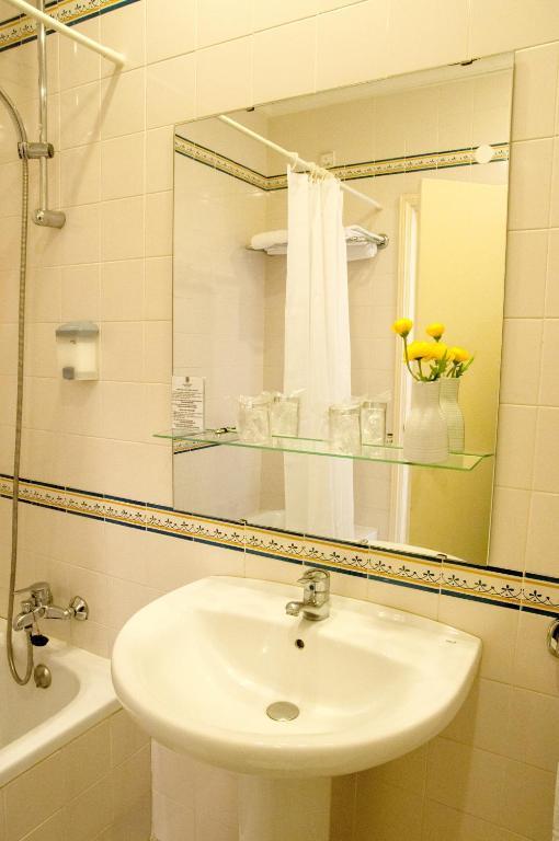 grande hotel de paris r servation gratuite sur viamichelin. Black Bedroom Furniture Sets. Home Design Ideas