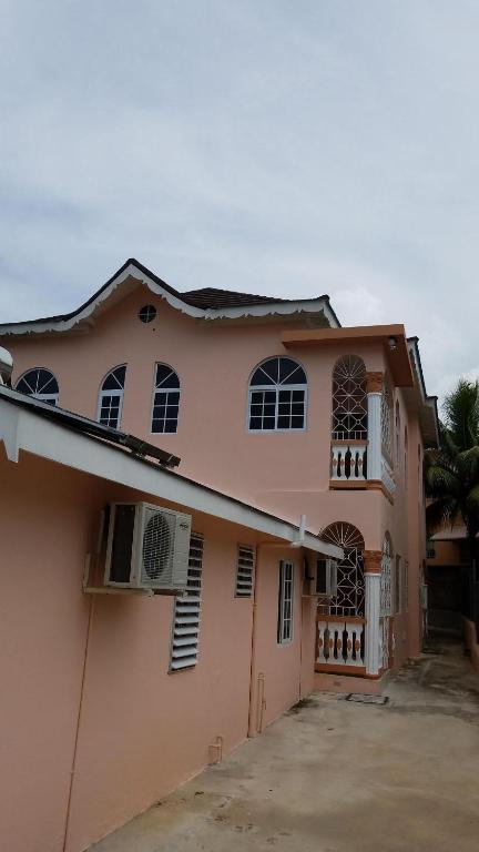 Astonishing Bogue Village Palace Holiday Home Montego Bay Download Free Architecture Designs Intelgarnamadebymaigaardcom