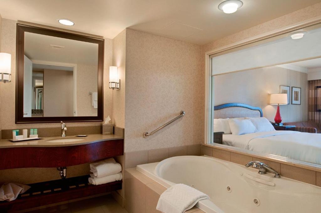 Hilton Niagara Falls Fallsview Hotel And Suites