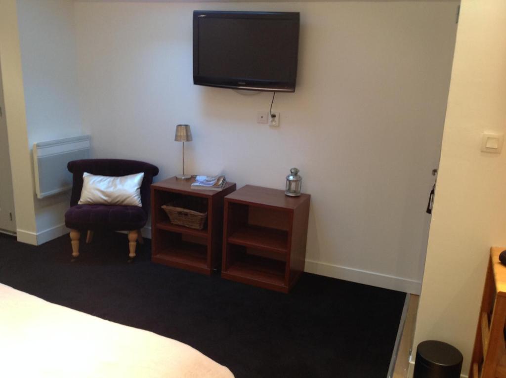 chambre d 39 h tes guest room bordeaux centre chambres d 39 h tes bordeaux. Black Bedroom Furniture Sets. Home Design Ideas
