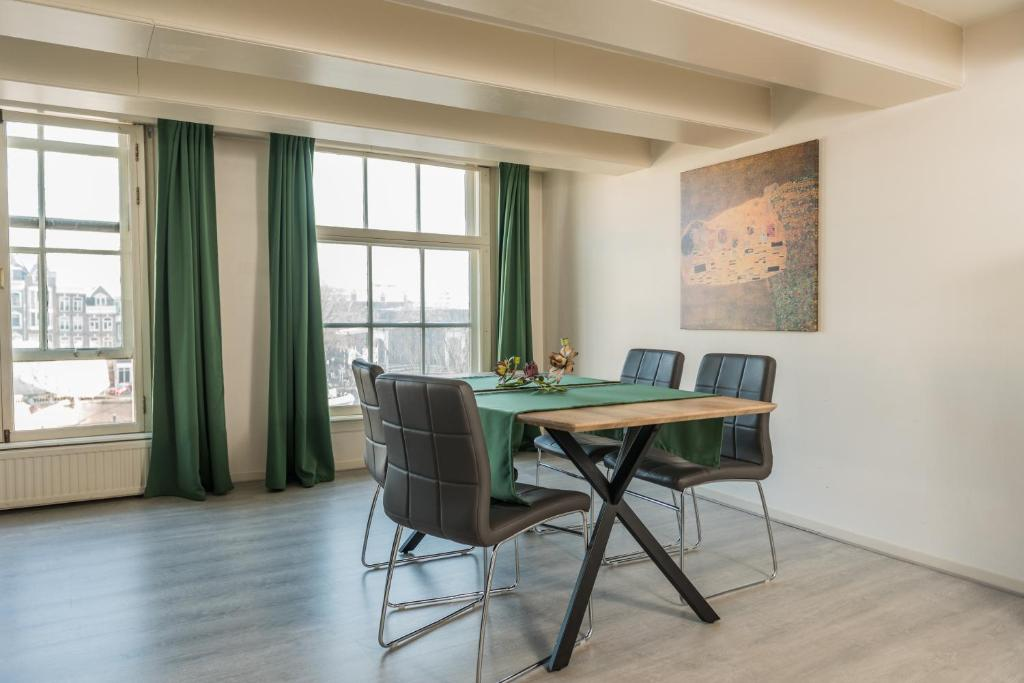 Stunning view over Amstel Canal, Appartement Amsterdam