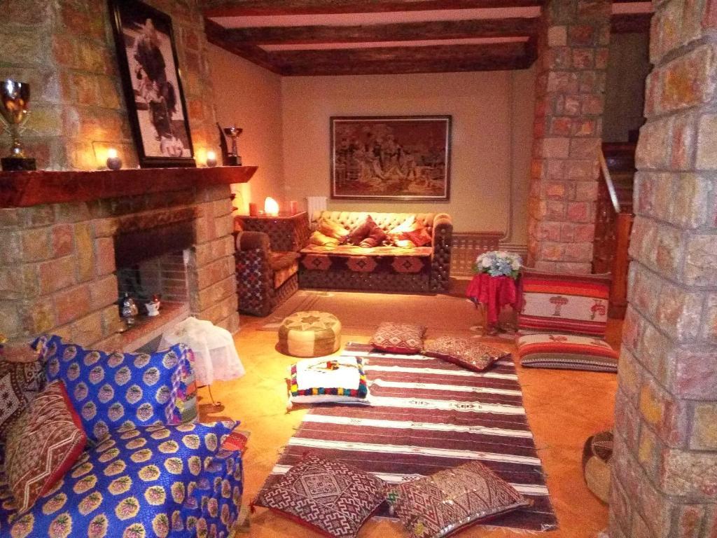 armoire de chambre atlas chambre familiale de m with armoire de chambre atlas gallery of. Black Bedroom Furniture Sets. Home Design Ideas