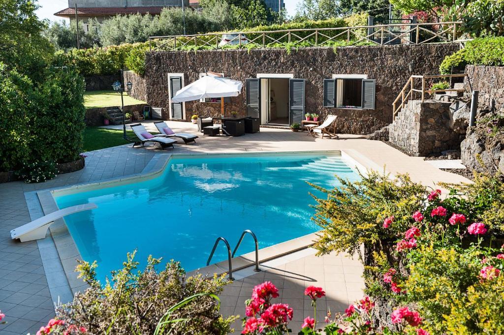 Montefiore - Villa in Ragalna (Sicily, Italy)