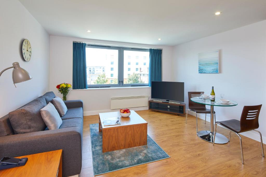 Saco aparthotel farnborough farnborough reserva tu - Aparthotel con encanto ...