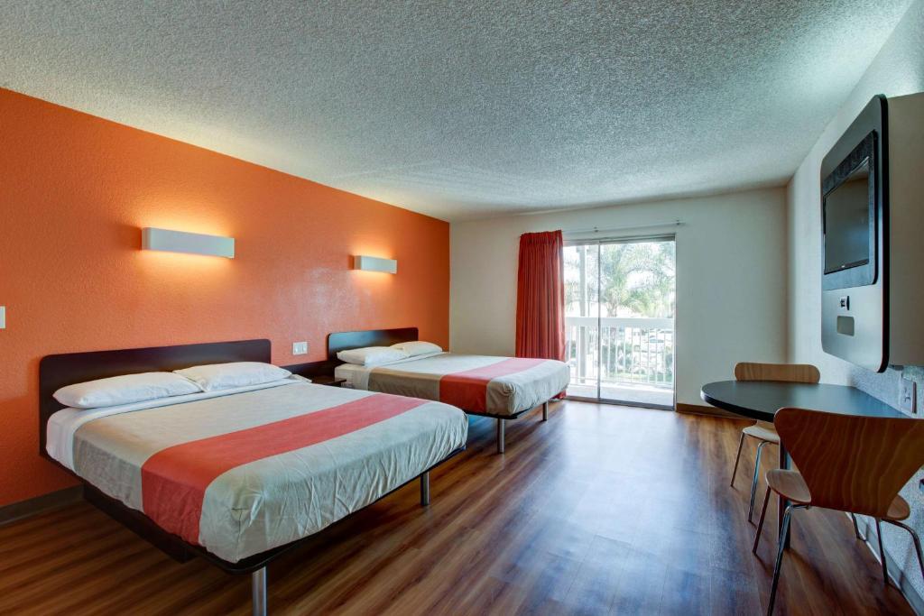 Motel  Santa Ana Ca
