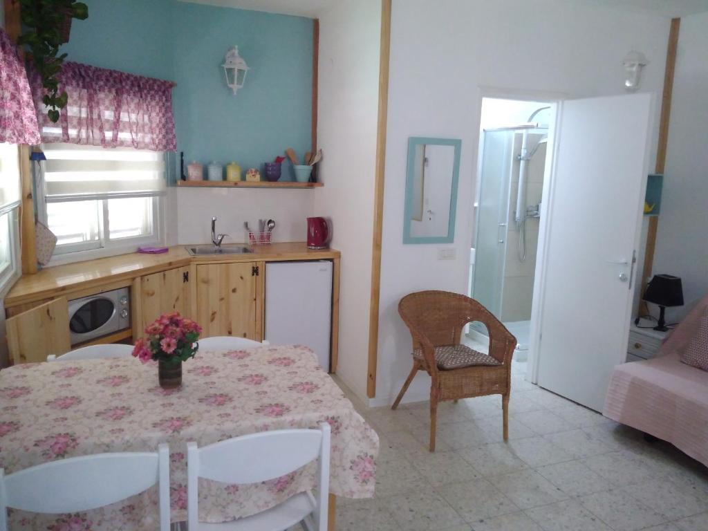 Jordan Valley one room apartment, Wohnung Menahemya