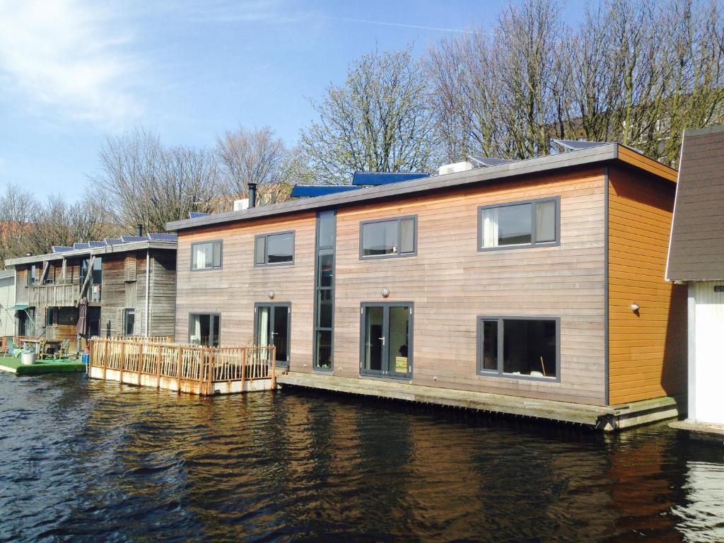 The modern water retreat bed & breakfast amsterdam