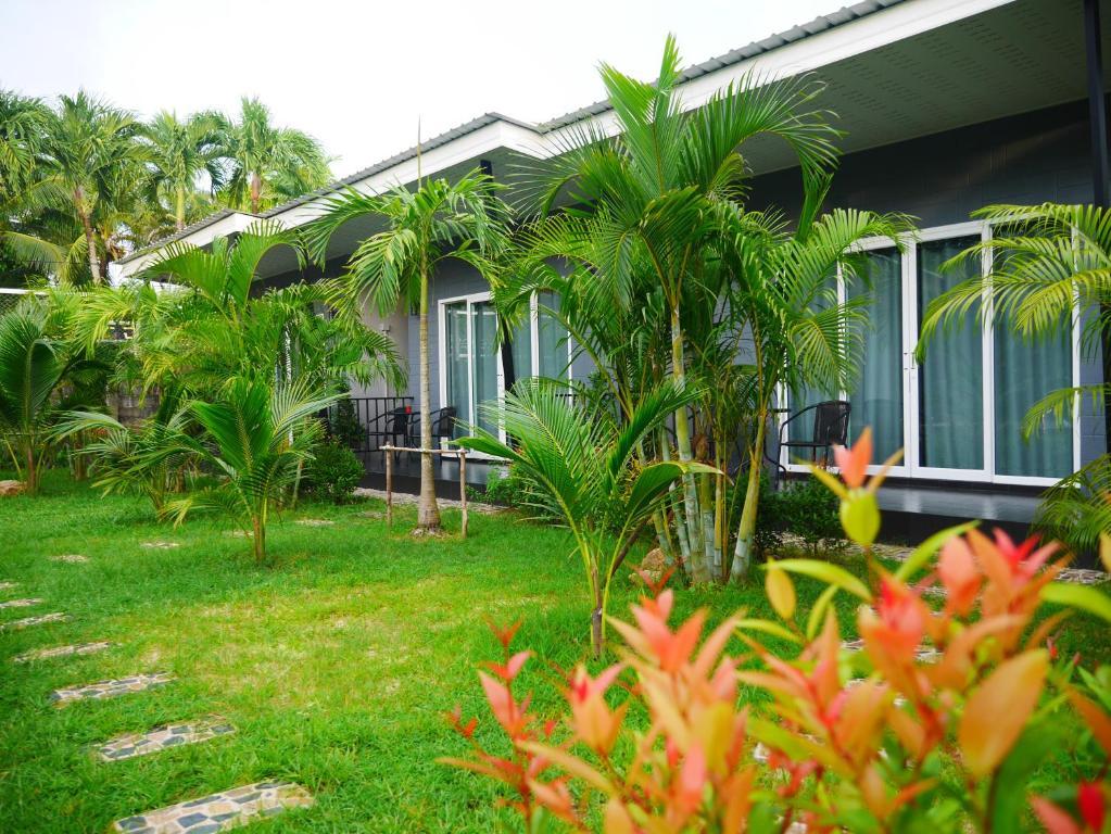 Marisa Garden Bungalow, Bed & Breakfast Bang Tao Beach