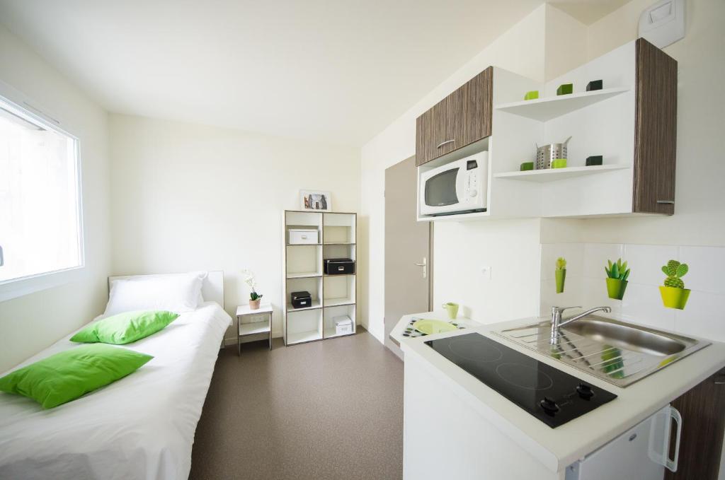 chambre etudiant lyon chambre etudiant lyon rsidence tudiante lyon vaise univers les belles. Black Bedroom Furniture Sets. Home Design Ideas