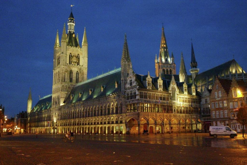 Ypres Hotels With Parking