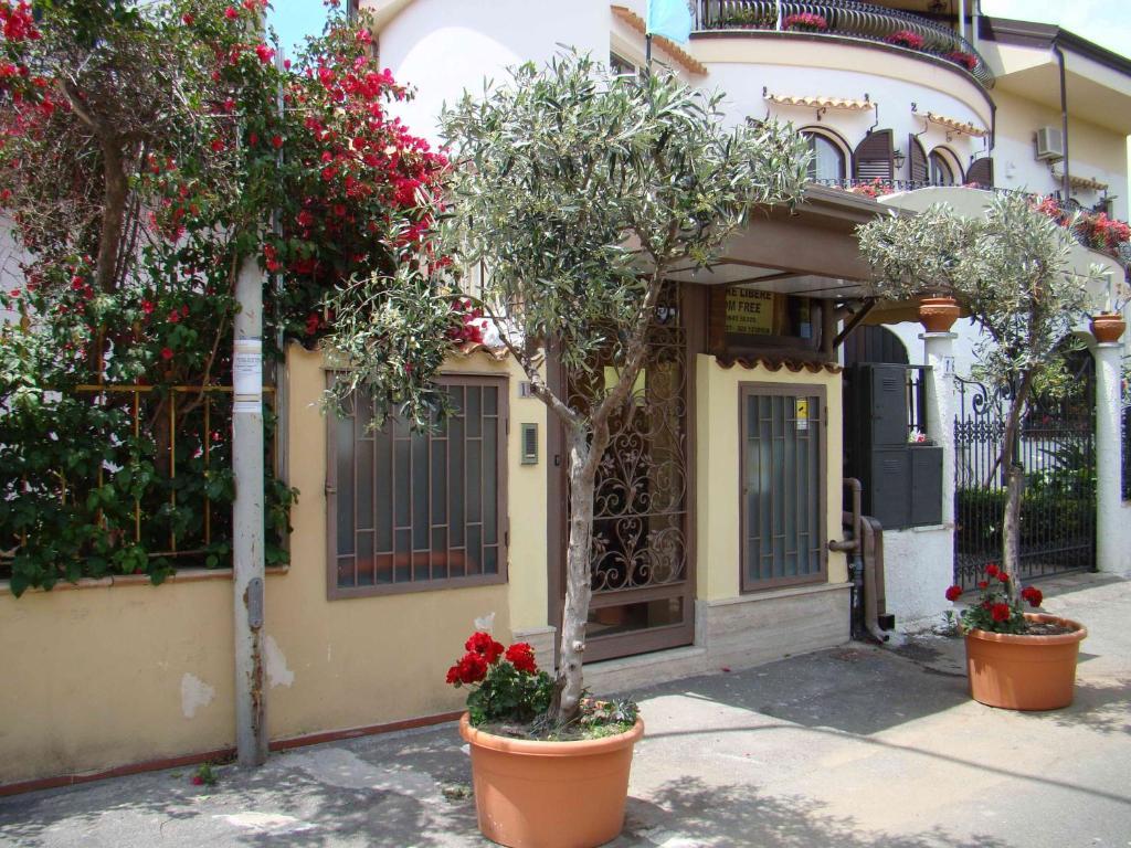 villa iris giardini naxos