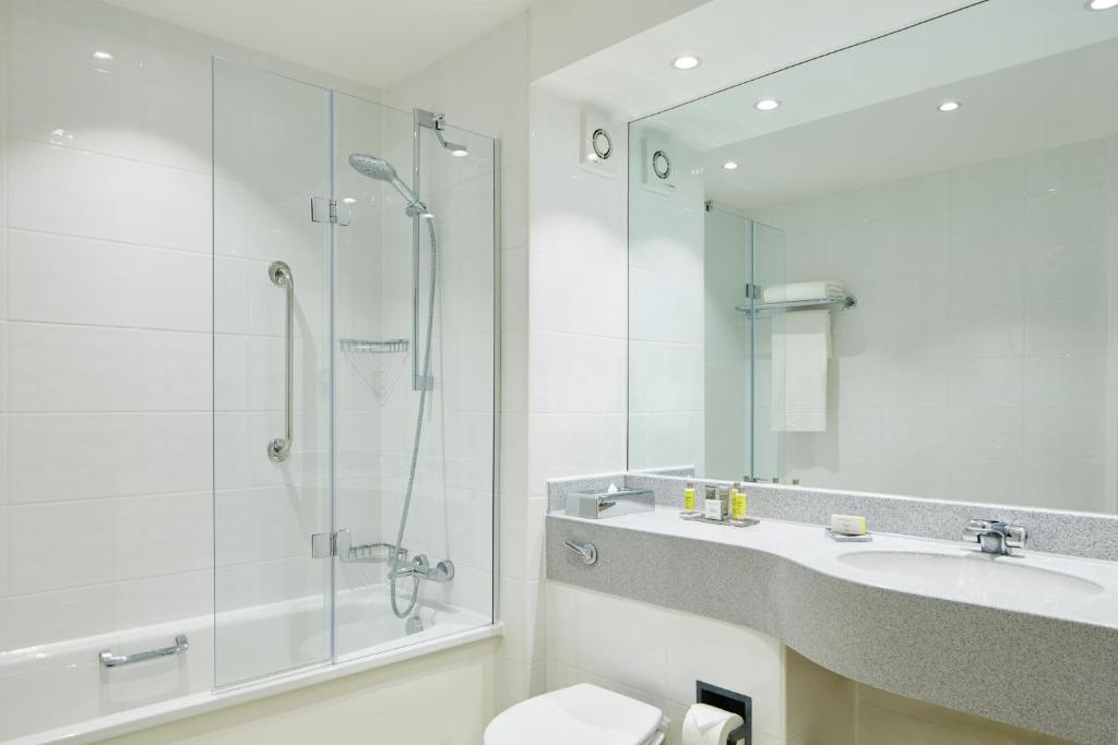 Manchester airport marriott hotel altrincham book your - Altrincham leisure centre swimming pool ...