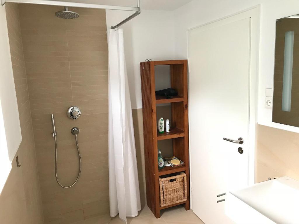 Moderne 1-Zimmer Wohnung, Homestays Prien am Chiemsee