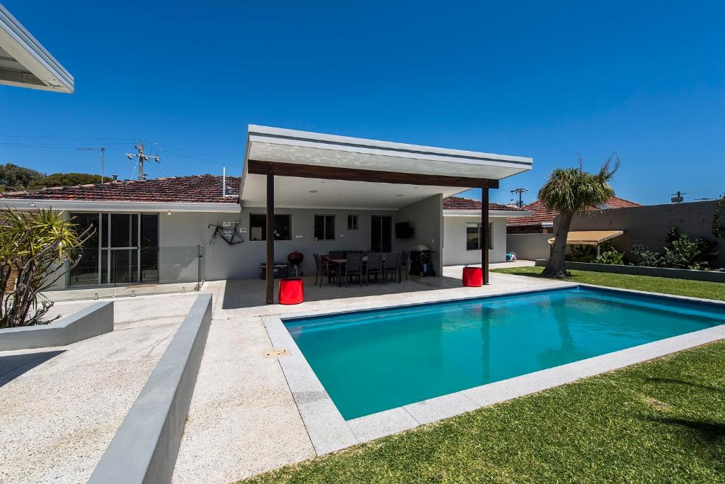 Trigg scarborough beach big huis pool great location vakantiehuis perth